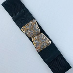 Wide stretch accent belt gold and shimmer clasp